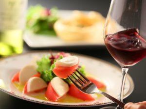 モッツァレラトマトと赤ワイン